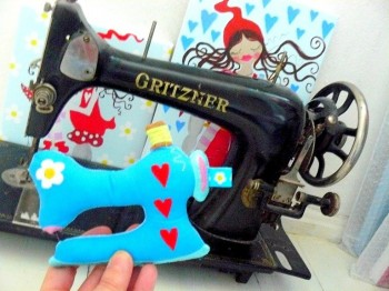 ♥SEWING MACHINE♥ Embroidery File ITH In The HOOP 13x18 18x30cm