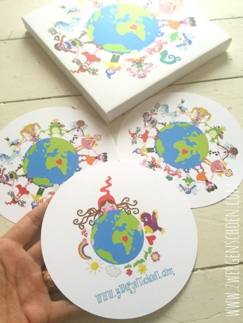 ♥ONE♥ POSTCARD SET of 3 ROUND 15cm ONE WORLD ONE PLANET