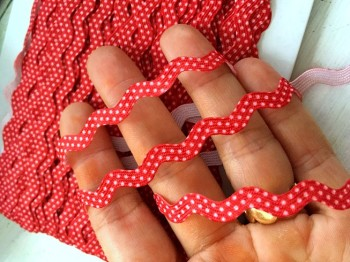♥RIC RAC RIBBON♥ little DOTS red PRICE per METER